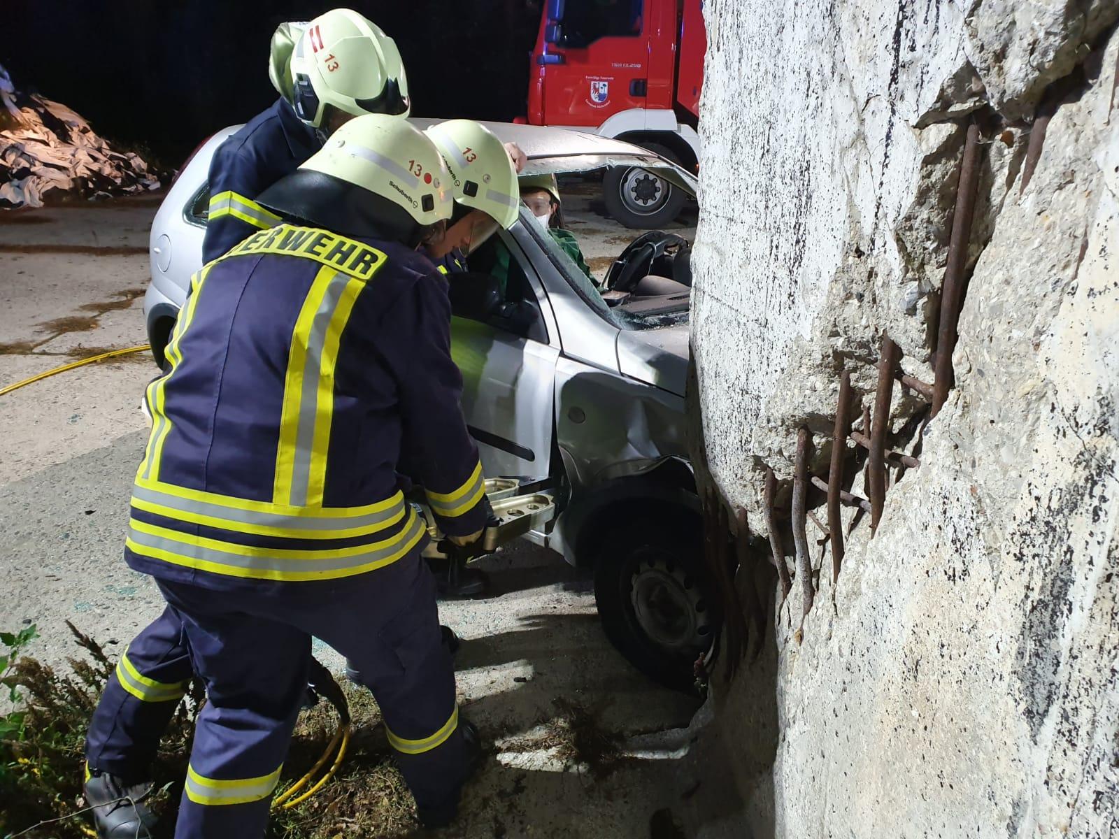 2019-10-23_Feuerwehr-trainiert-Verkehrsunfallhilfe_03