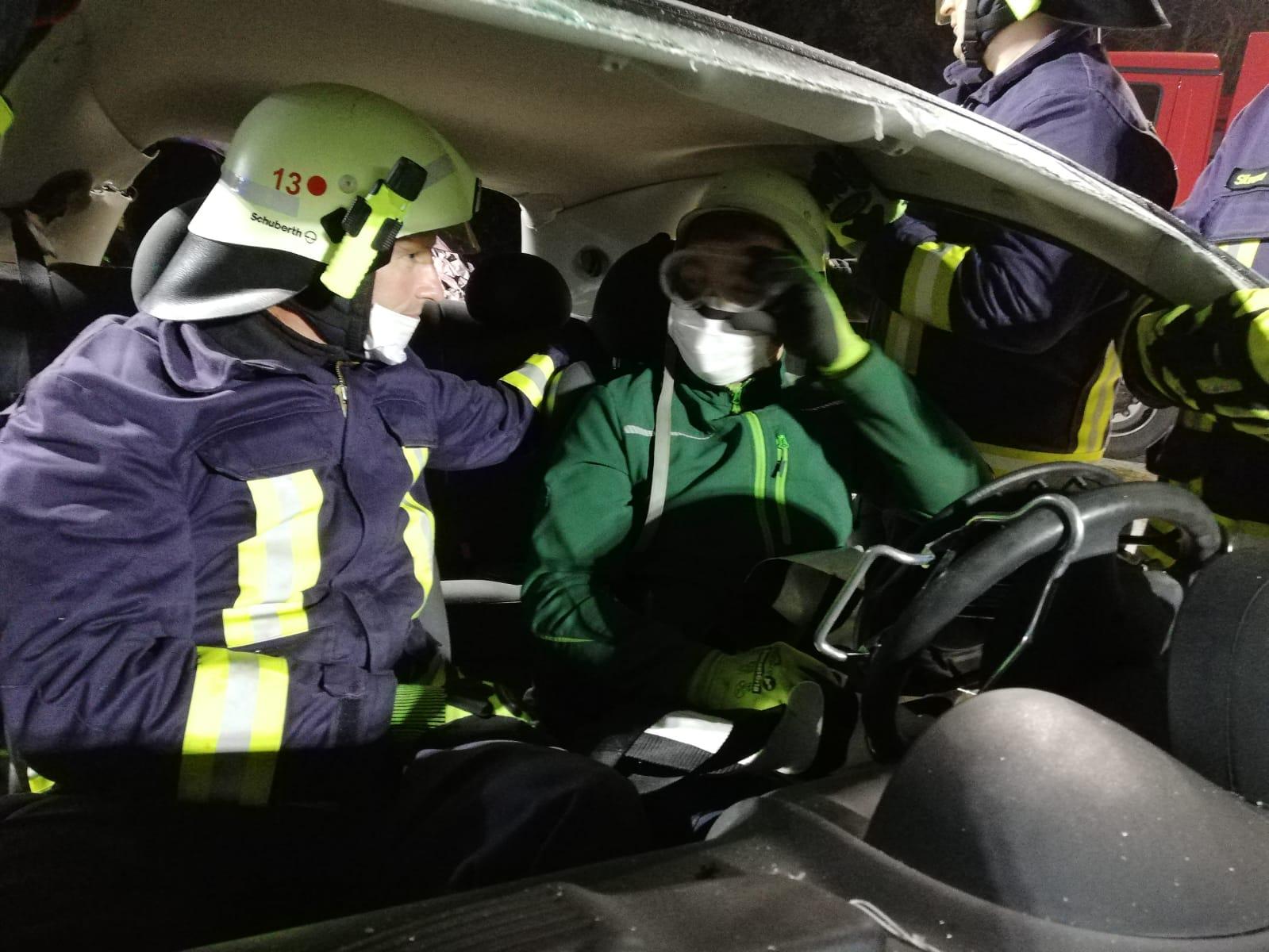 2019-10-23_Feuerwehr-trainiert-Verkehrsunfallhilfe_09