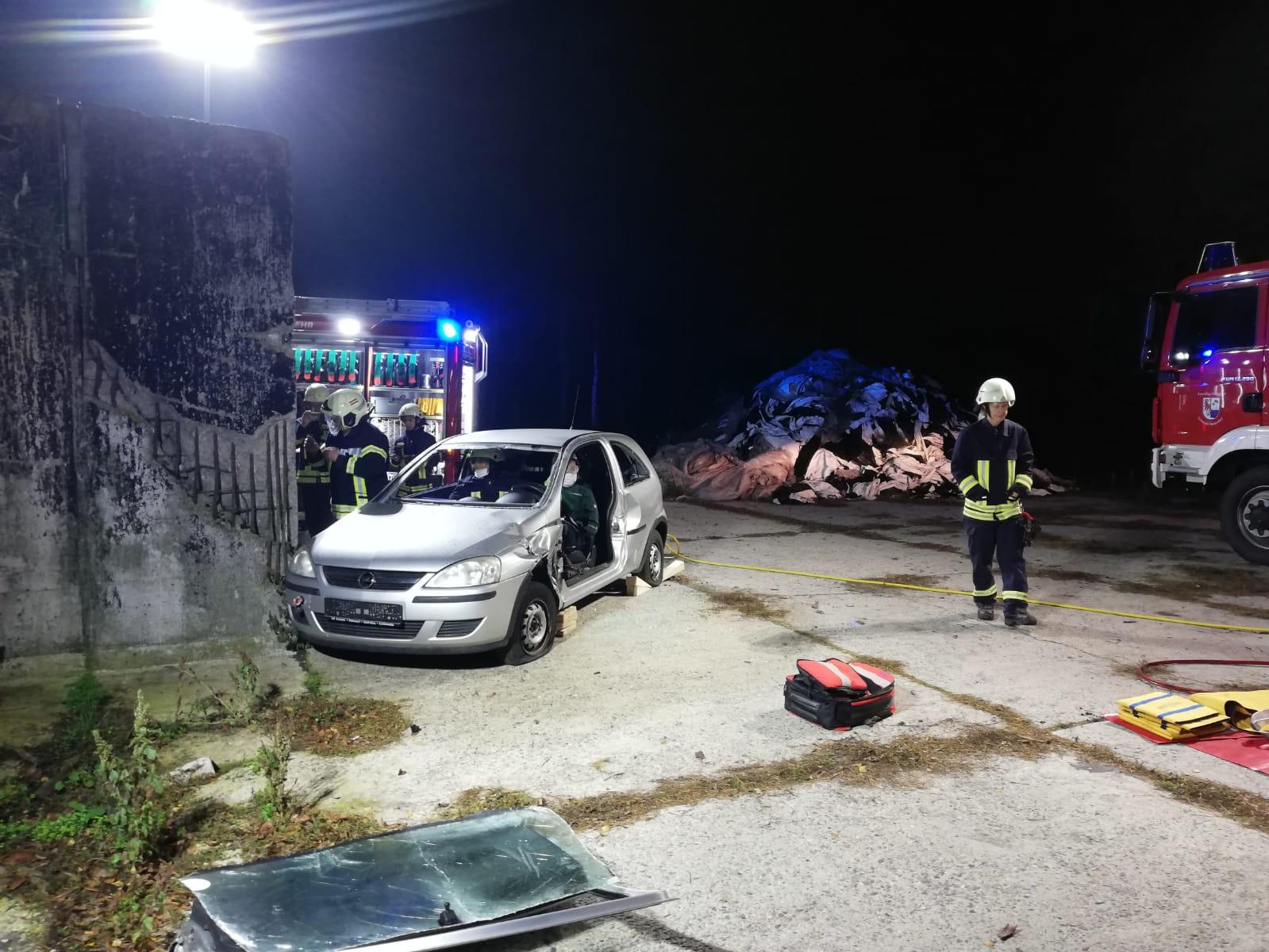 2019-10-23_Feuerwehr-trainiert-Verkehrsunfallhilfe_12