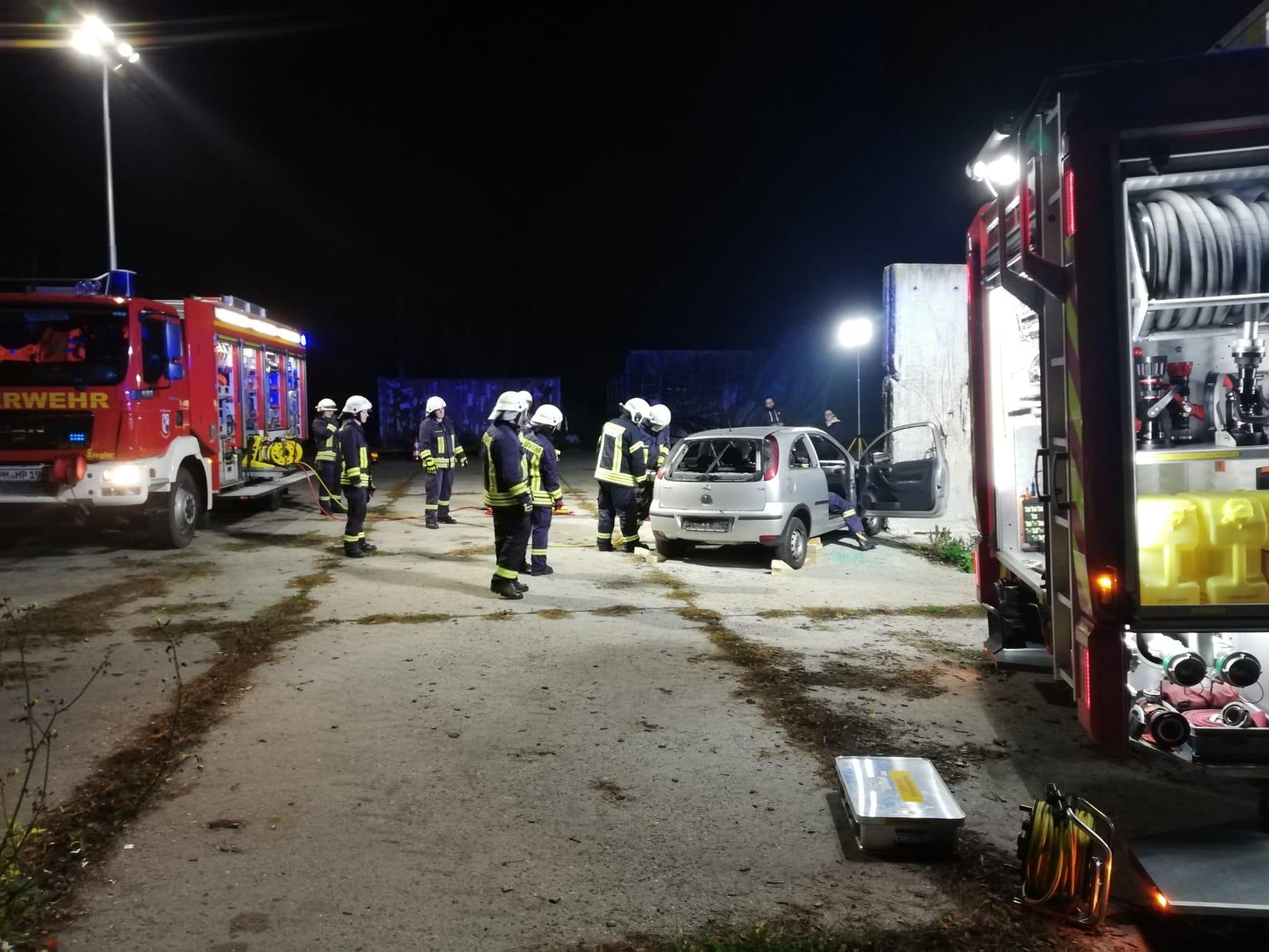 2019-10-23_Feuerwehr-trainiert-Verkehrsunfallhilfe_14