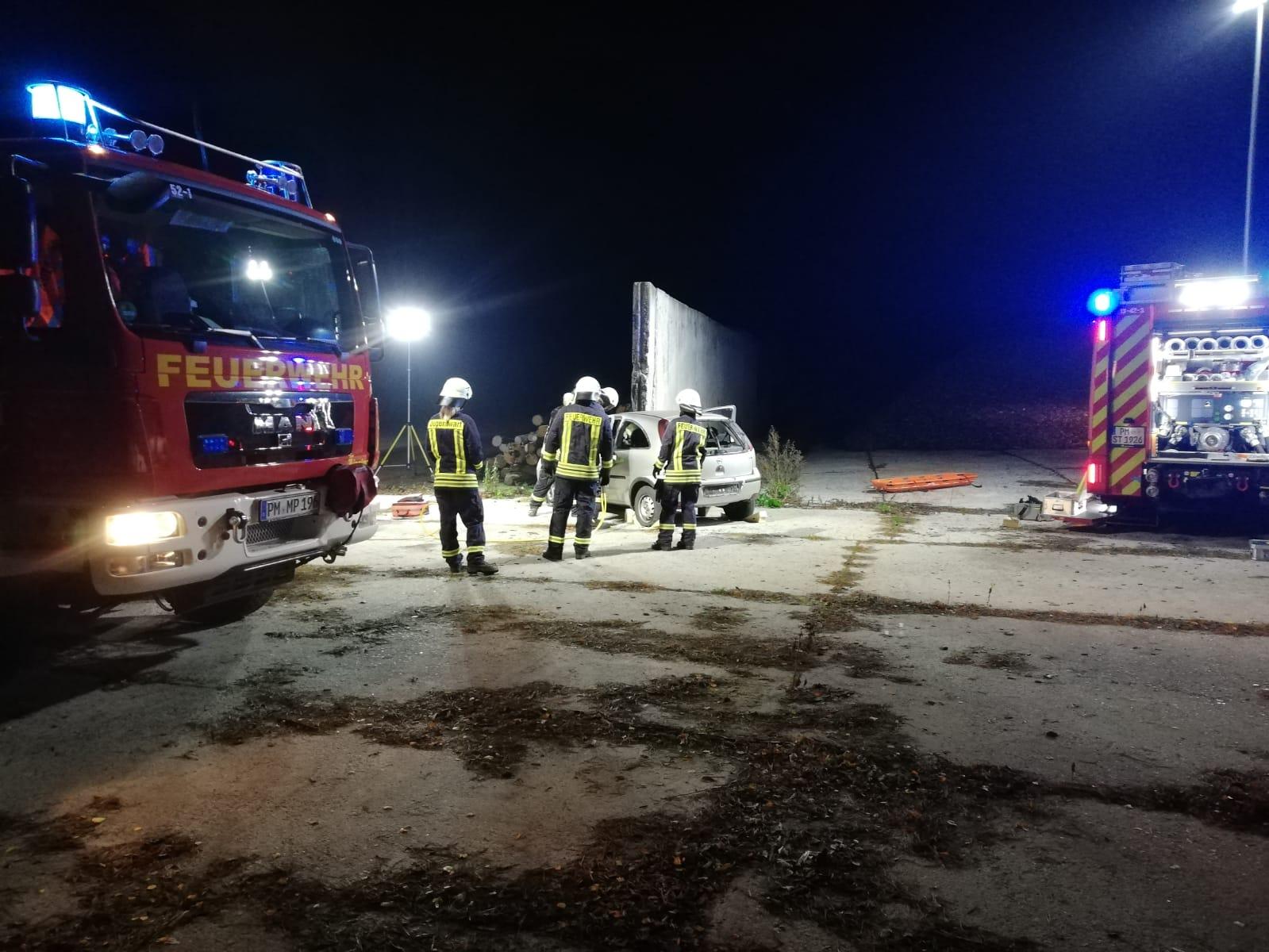 2019-10-23_Feuerwehr-trainiert-Verkehrsunfallhilfe_15