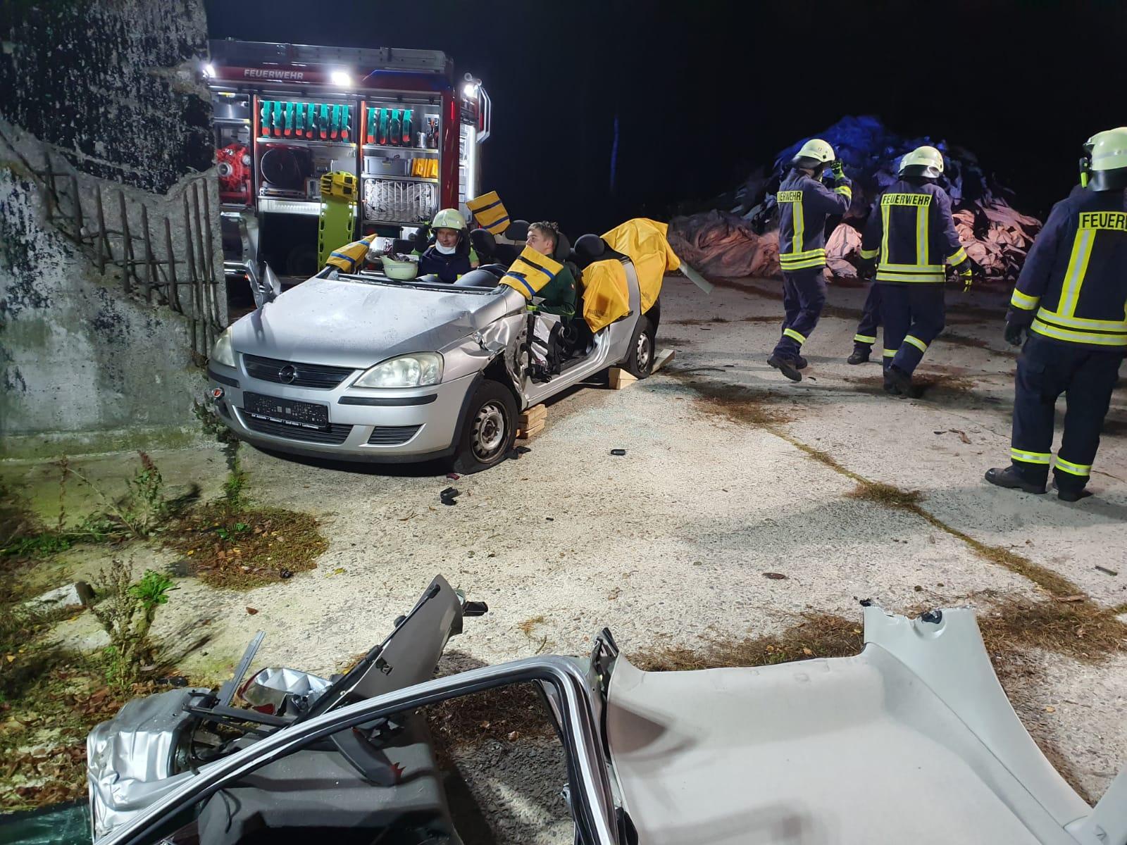 2019-10-23_Feuerwehr-trainiert-Verkehrsunfallhilfe_16